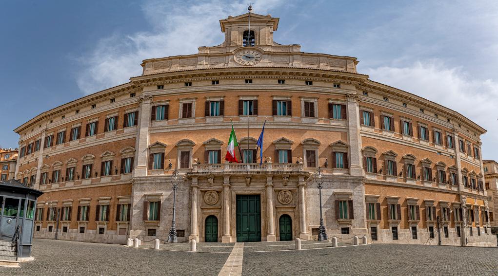 Validità del porto d'armi: facciata di palazzo montecitorio
