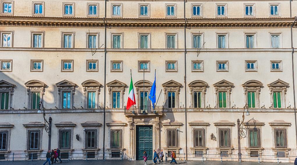 Governo impugna la legge sulla caccia in Lombardia: facciata di palazzo chigi