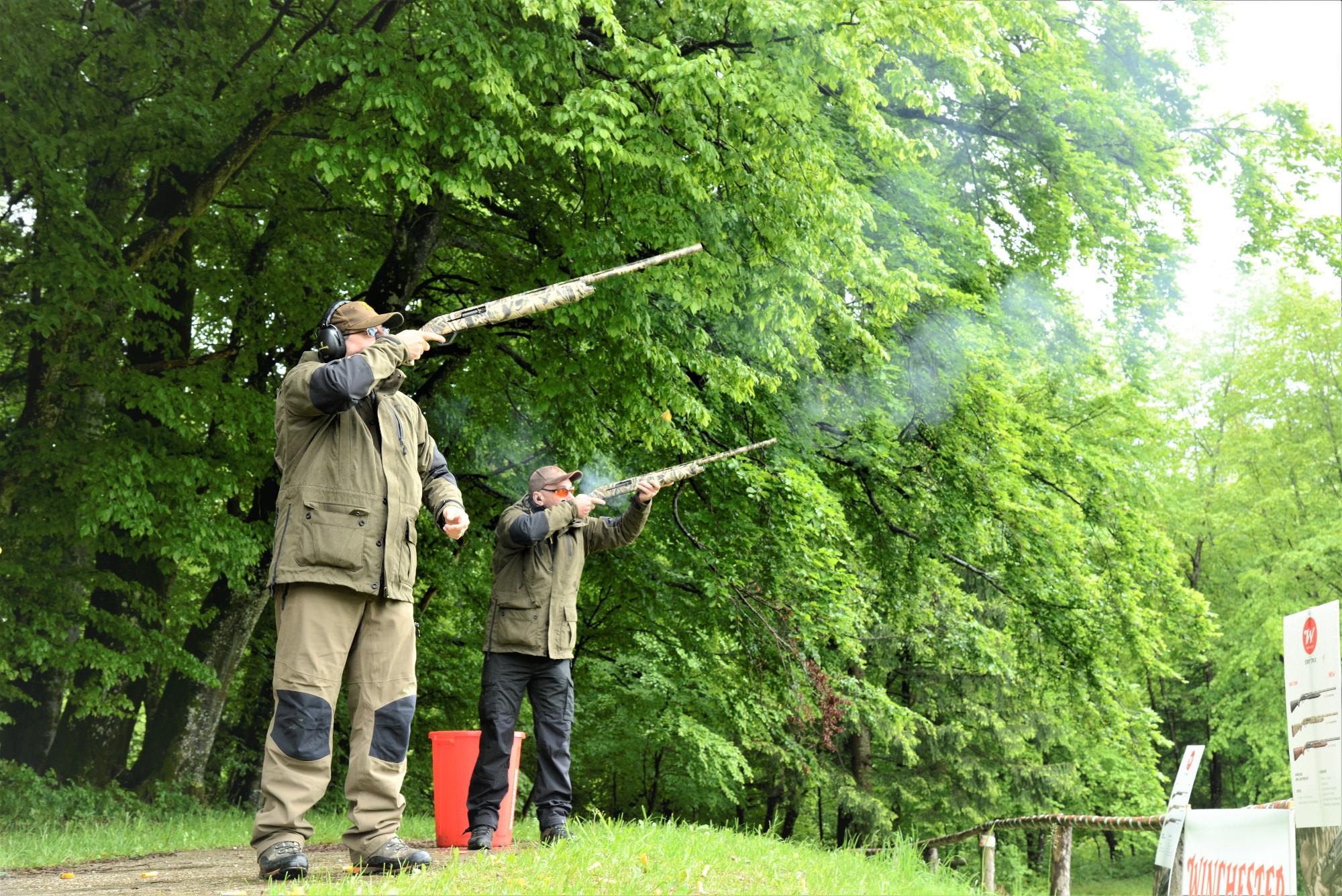 utilizzo del fucile sx4 waterfowl di winchester con un solo braccio
