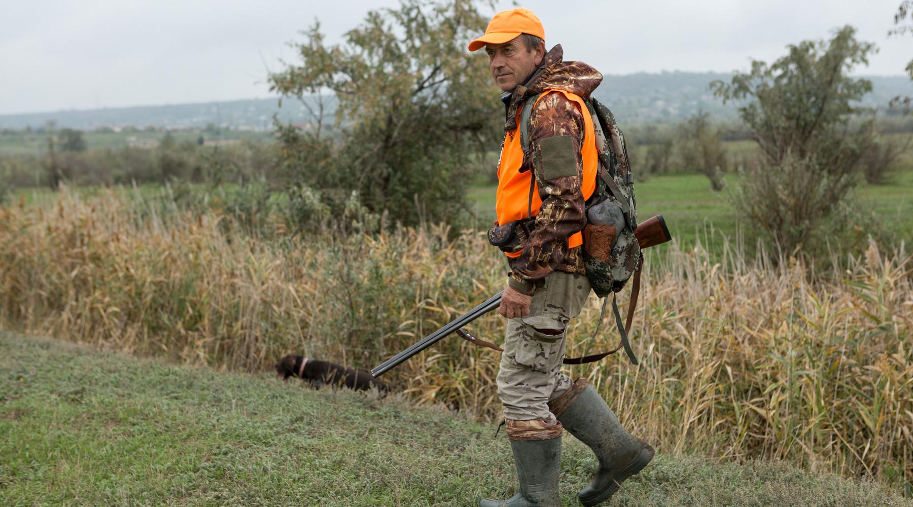 caccia in liguria: cacciatore con fucile