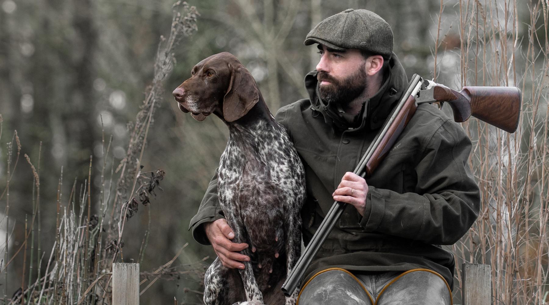 Caccia Magazine maggio 2021: cacciatore con cane