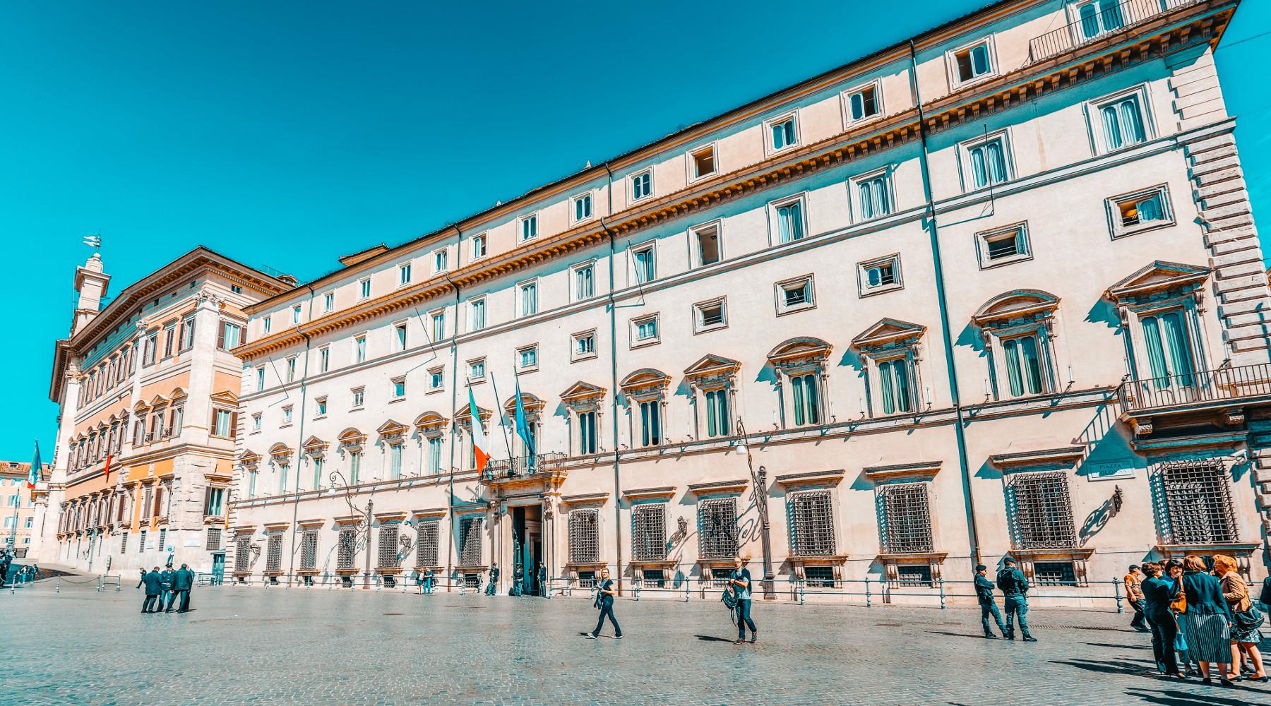 Caccia in Lombardia, governo impugna legge: facciata di palazzo chigi